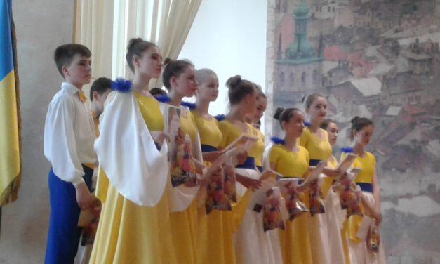 """Звітний концерт та випуск старшої групи Зразкового ансамблю естрадного танцю """"Добрий настрій"""""""